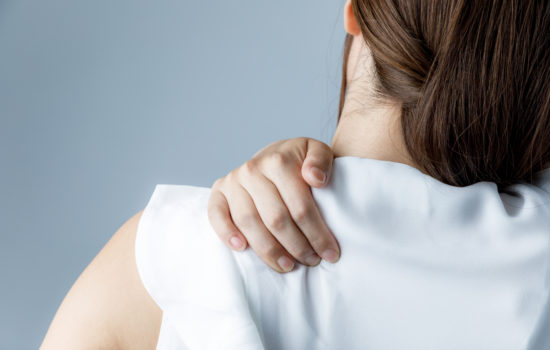 dolori spalle yoga